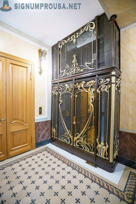 Pre-Revolutionary lifts in St. Petersburg today