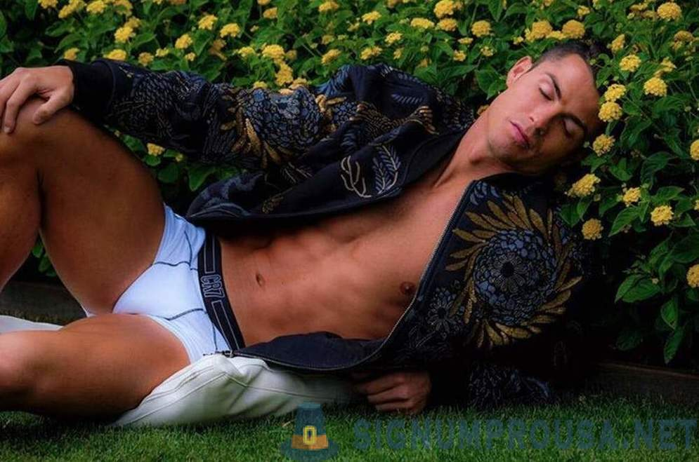 Very interesting pictures with Cristiano Ronaldo, who will make you think at all about football