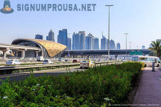 Travel Dubai Metro