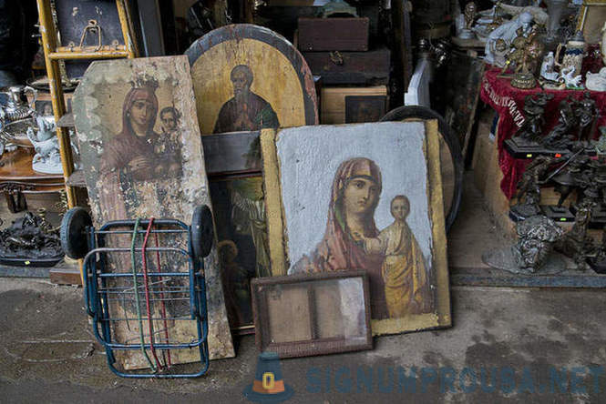 Walk on the flea market in Moscow