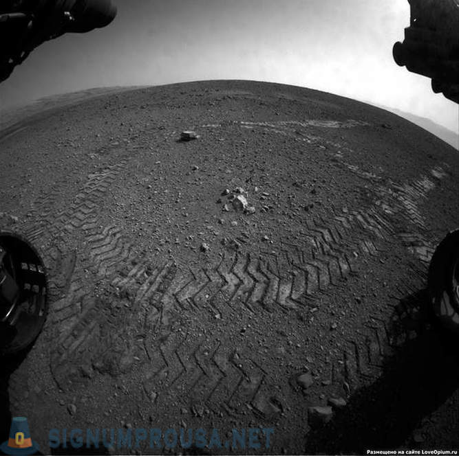 Mars rover Curiosity - the first days on Mars